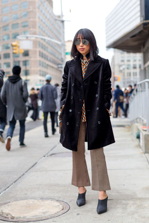 cropped flares-printed pants-mixed prints-velvet coat-nyfw street style-mules-hbz