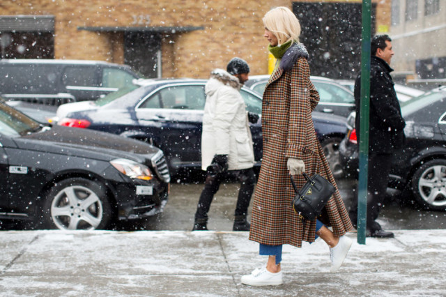 cropped frayed jeans-white sneaekrs-houndstooth plaid coat-turtleenck sweater-gloves-statement coat-fur trim coat-winter outfits-nyfw street style 2016-hbz
