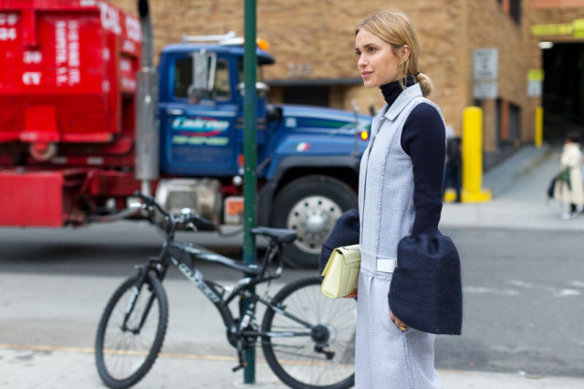 cuffs-belle sleeves-turtleneck-repeat outfit-look de pernille-hbz-nyfw street style
