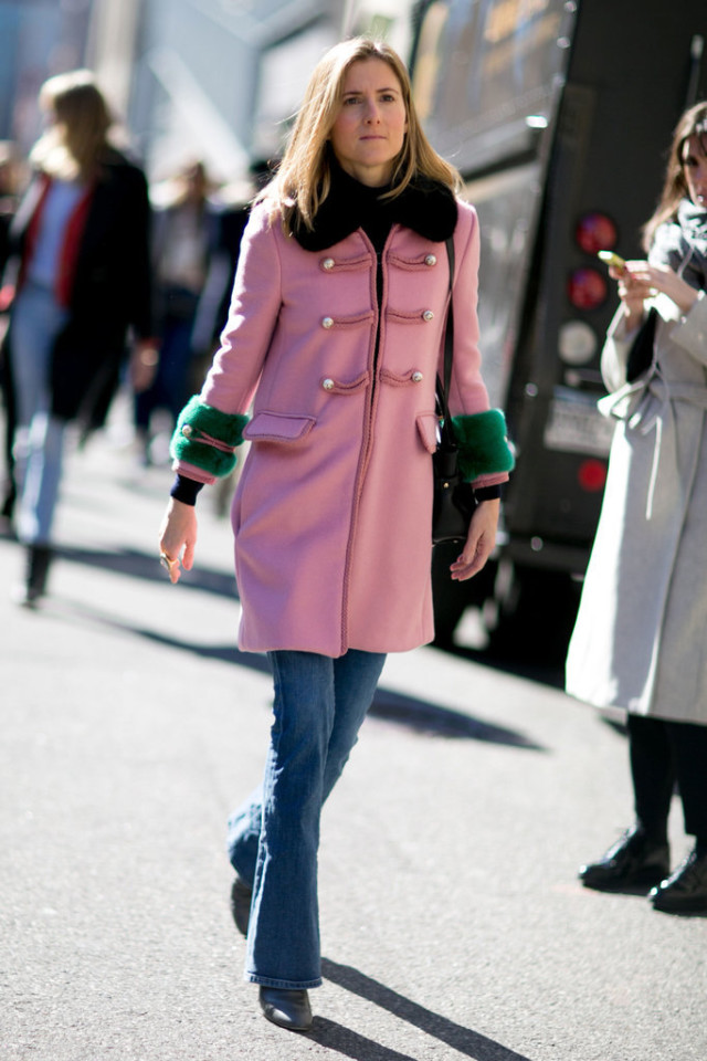 flares-flare jeans-nyfw street style-pink coat-military coat-pastel coat-nyfw street style-ps