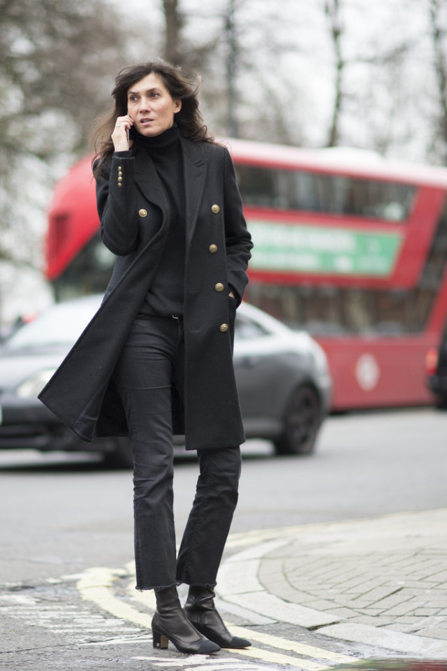 frayed jeans-all black-french style-block heels-turtleneck-work ot-lfw street style-psukufit-