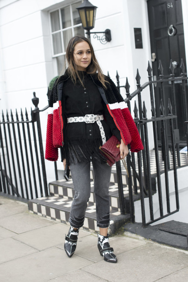 fringe jacket-belted jacket-double jackets-cropped jeans-frayed denim-colorblock coat-furry coat-lfw street style-psuk-getty