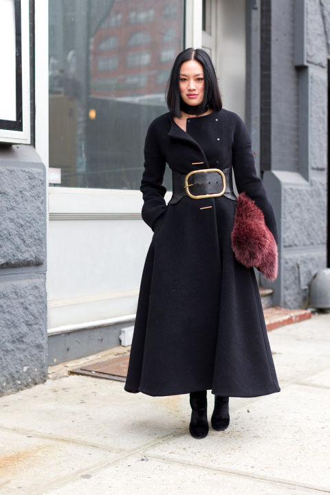 fur bag-black coat-fit and flare coat-oversized belt-belted coat-choker-nyfw street style-hbz