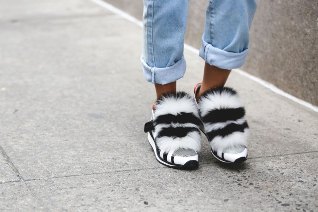 fur shoes sneakers-rolled jeans-nyfw street style-ref29