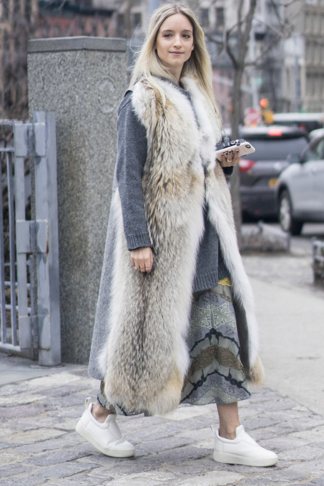 fur vest-tunic sweater-white sneakers-midi skirt-winter outfit-work outfit-oversized sweater and skirt-wheresmydriver insta-nyfw street style-ps