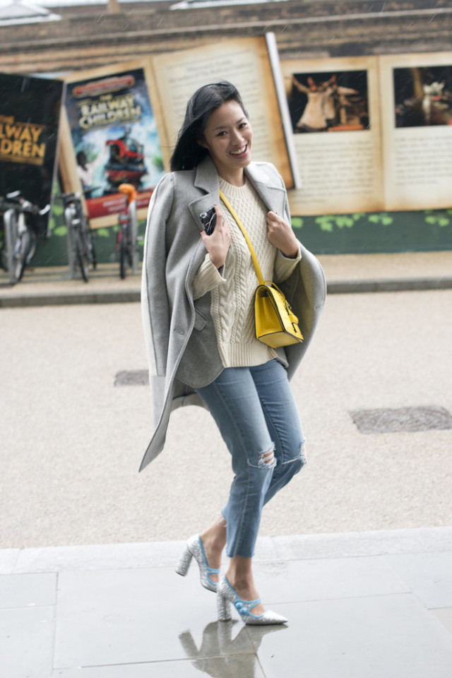 glitter shoes mary janes-cropped jeans-frayed denim-yellow bag-fisherman sweater-grey coat-lfw street style-psuk-