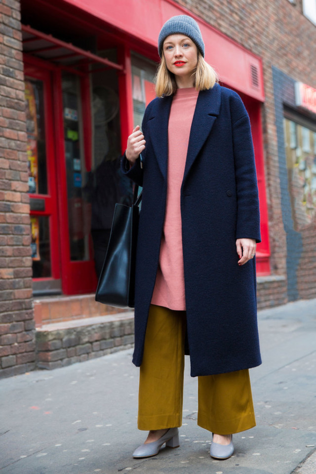 glove shoes-mustard frayed cropped pants-culottes-long oversized sweater-tunic sweater-beanie-lfw street style-psuk