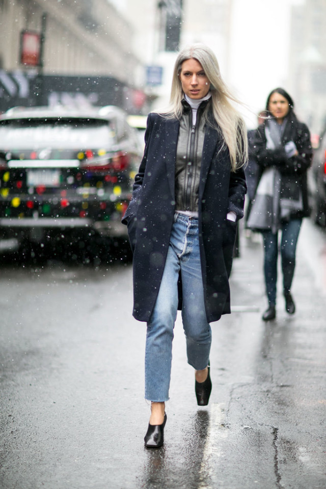 glove shoes-rain outfit-frayed denim-double coats-navy coat-white turtleneck-cropped jeans-nyfw street style-ps