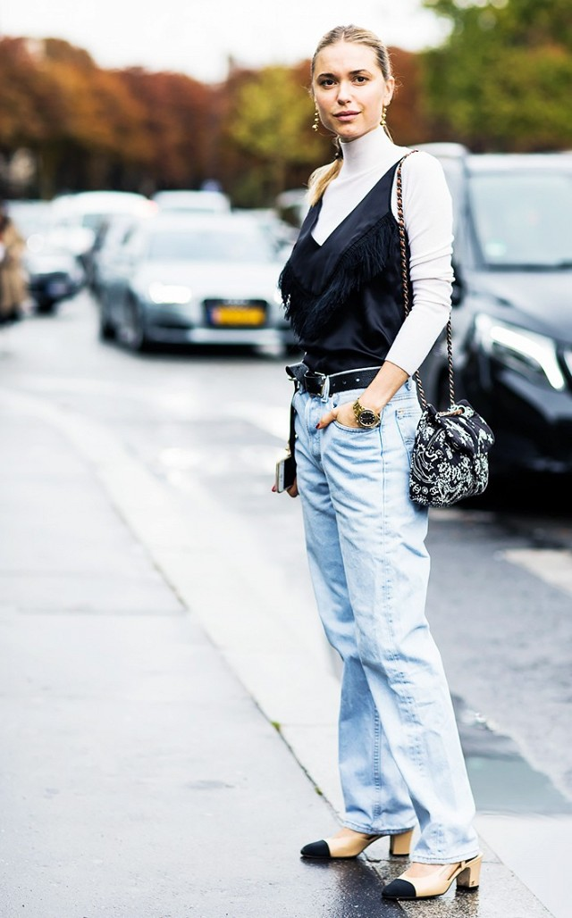 going out top ove r tutulrtneck-for daytime-belte-high wasited mom jeans-turltneck-fringe-block heels-chanel two tone heels-look de pernille-via