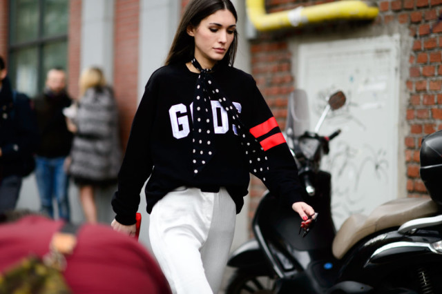 graphic sweatshirt-jersey sweatshirt-tscarf -scarf tied around neck-white pants-polka dots-mfw street style-