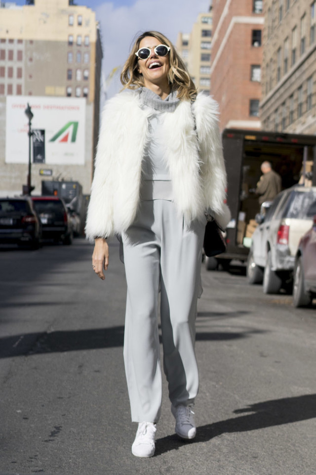greige-groutfit-all grey-matching pants set-white sneakers-white fur coat-grey and white-nyfw street style-wheresmydriver inst