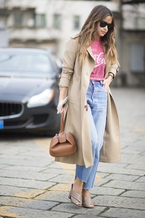 grpahic tee-graphic tee-mom jeans-frayed denim-mules-trench coat-milan fashion week street style-cosmo