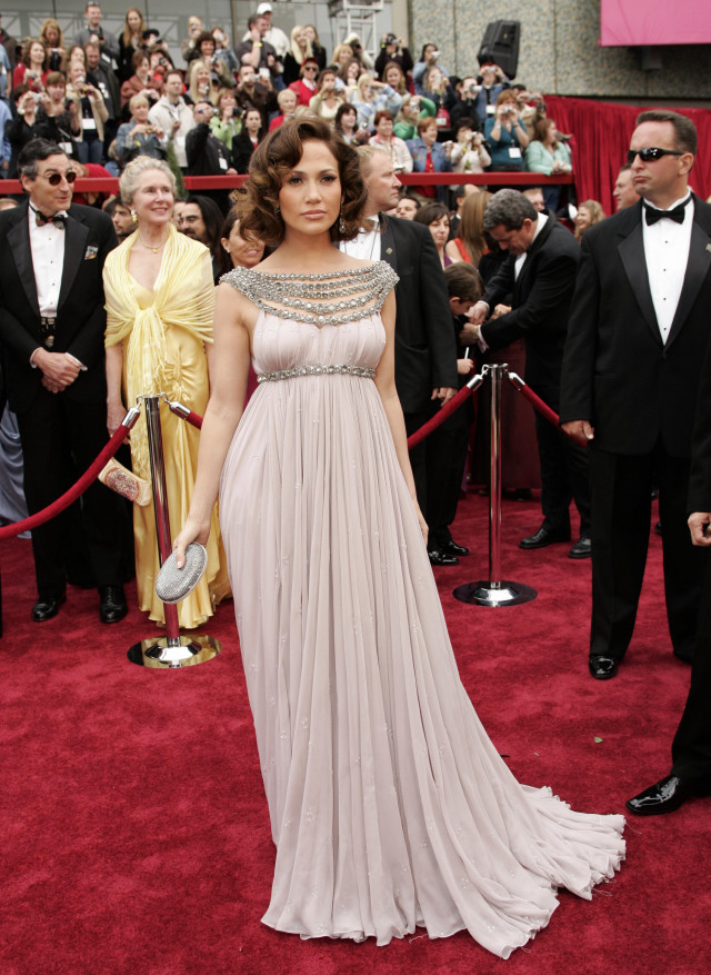Hollywood, UNITED STATES: Actress-singer Jennifer Lopez arrives at the 79th Academy Awards in Hollywood, California, 25 February 2007. AFP PHOTO/Timothy A. CLARY (Photo credit should read TIMOTHY A. CLARY/AFP/Getty Images)