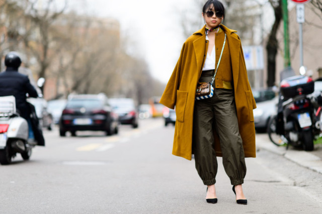 joggers-army green pants-army pants-scarf around neck-double jacket-fall neutrals-pumps-camle coat-suede baseball jacket-lfw street style-mfw street style-elle