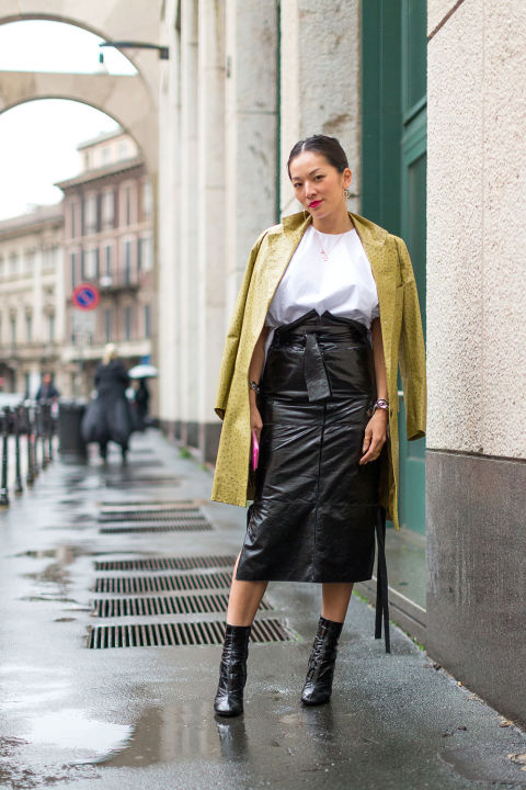 leather pencil skirt-high waisted pencilk skirt-spring jacket-skirts and booties-midi skirt-winter work outfit-winter to spring transitional dressing-milan fashion week street style-hbz