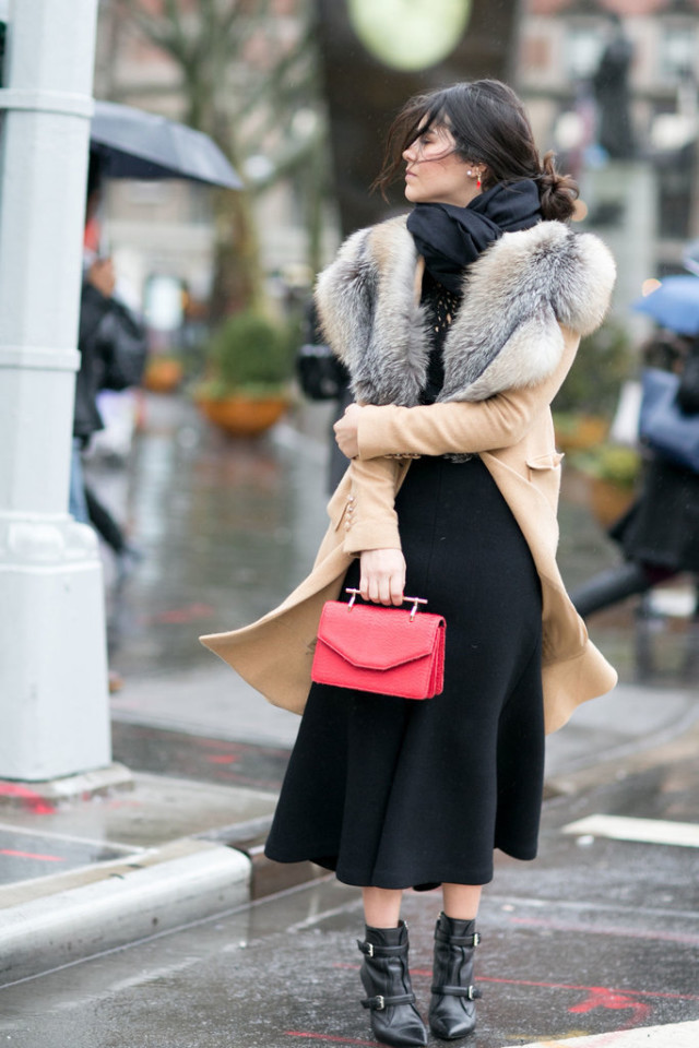 midi skirt booties-flunce skirt-scarf-camel coat-fur trim coat-scarf-red bags-winter outfit-work outfit-nyfw street style-ps