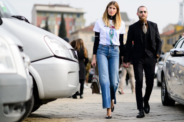 milan fashion week street style-elle-cropped jeans-high waisted mom jeans-graphic tee-turtleneck