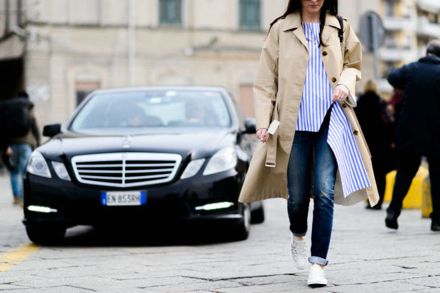 milan fashion week street style-elle-trench coat-rolled jeans-cuffed jeans-white sneakers-stripes shirt