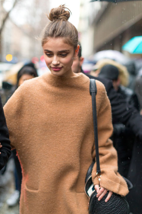 mockneck sweater-turtleneck sweater-camel sweater-model fof duty style-milan fashion week street style-hbz