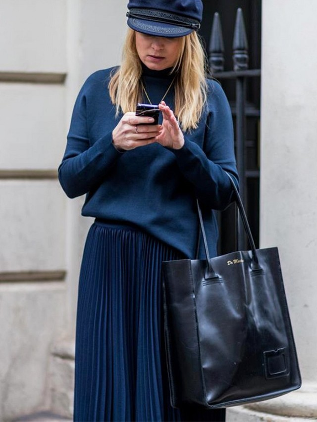 navy-navy and black-skirts and sweater-pleated skirt-knife pleats-work otufit--lfw street style fall 2016-www