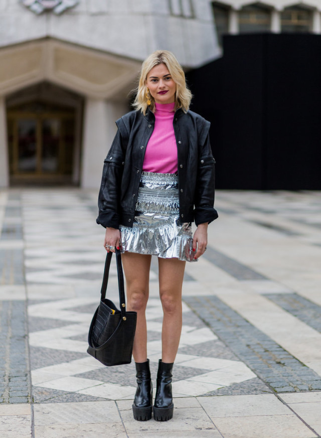 night out going out-pink turtleneck-silver mini skirt-metallic mini-ruffles-platforms-getty-lfw stree style