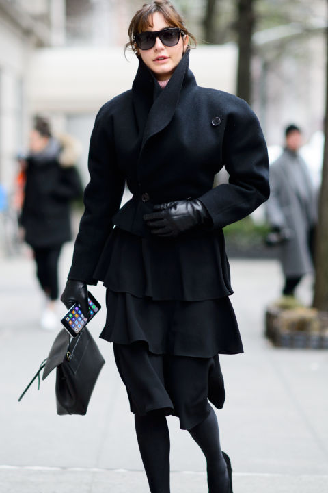 nyfw street style 2016 elle-all black-black midi skirt-black coat-gloves-sunglasses-winter work-chic