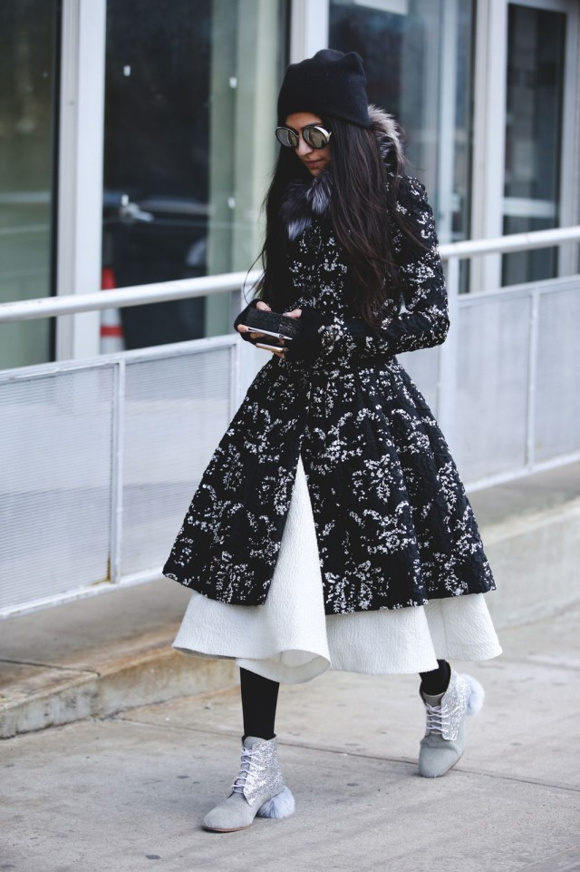 nyfw street style-statement coat-printed coat-fur scarf-fur shoes-white midi skirt-beanie-black tights-ref29
