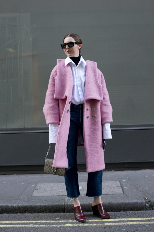 oversized cuffs-turtleneck-layers-pink coat-frayed denim cropped denim-mules-lfw street style-psuk-getty
