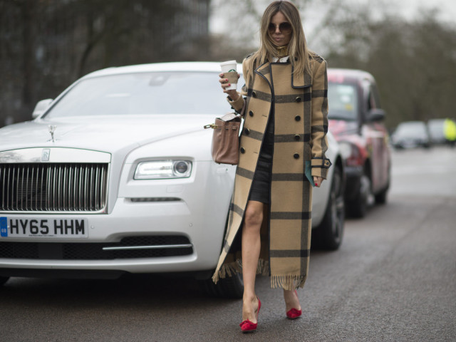 plaid coat-fringe coat-statement coat-leather skirt-red shoes-work-lfw street style-psuk