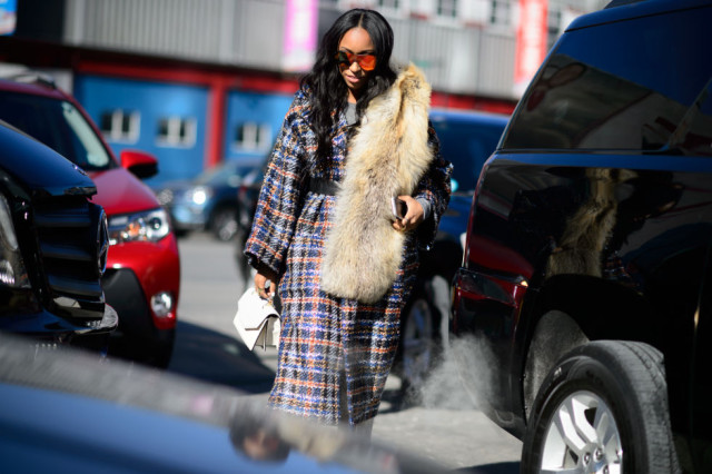 plaid coat-statemetn coat-fur over shoulder-nyfw street style-elle