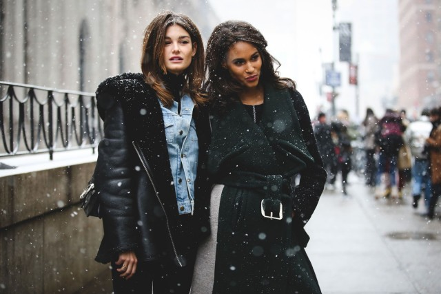 shearling coat-black coat-denim jacket in winter-model off duty style-what to wear when it snows-nyfw street style-ref29