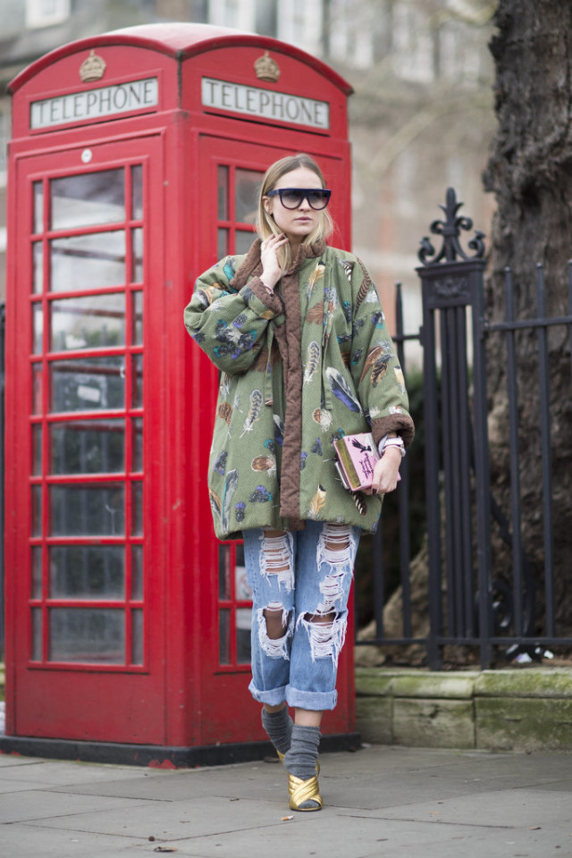 socks-mules-gold mules-oversized coat-shredded denim-rolled jeans-boyfriend jeans-lfw street style-psuk