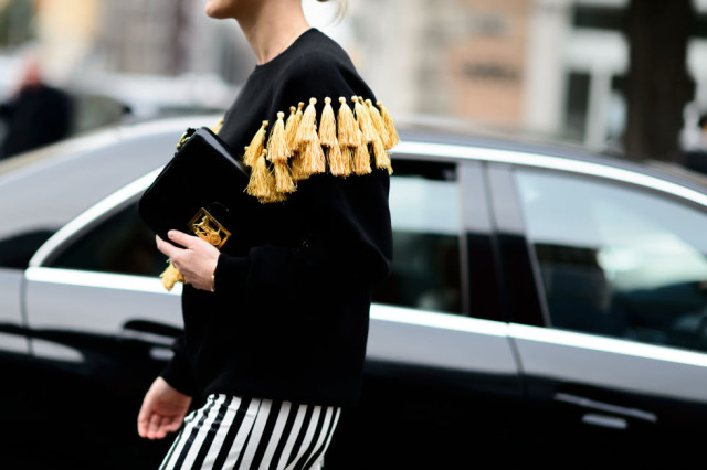 tassles-bold stripes-milan fashion week-elle.com