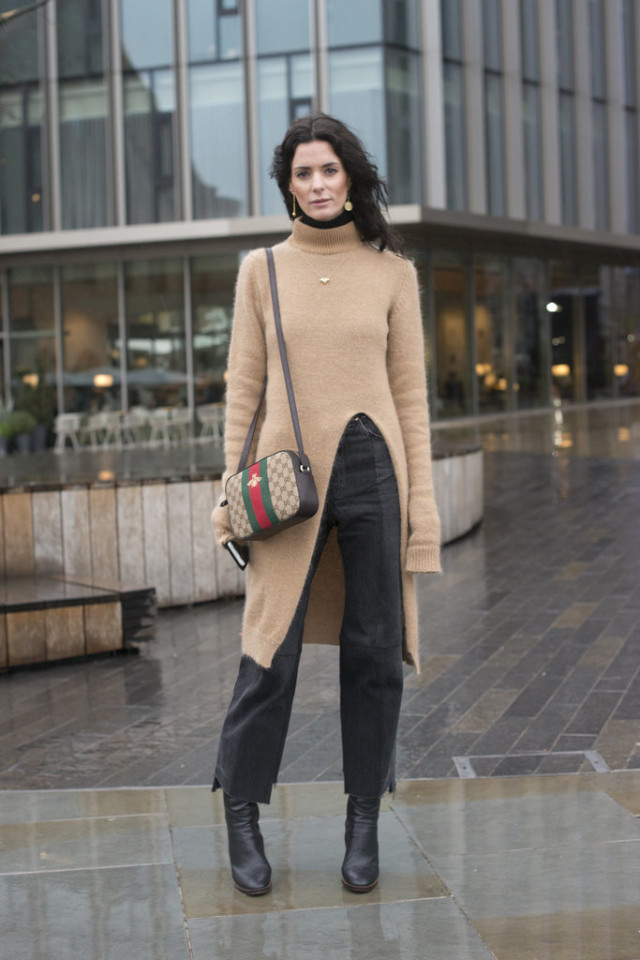 tunic sweater-oversized sweater-frayed denim-cropped jeans and booties-camel and black-turtleneck-gucci bag-lfw street style-psuk-getty