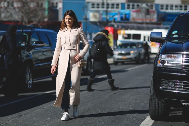 what to wear when its freezing-nyfw street style-hanneli mustparta-white sneakers-cropped jeans-frayed denim-white coat-ref29