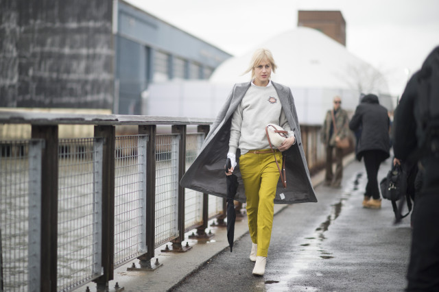 what to wear when its raining-yellow pants-gold pants-graphic sweatshirt-work weekend out outfit-office to out-nyfw street style-