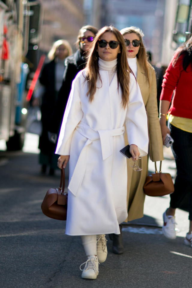 white coat-robe coat-sneakers-white sneakers-sweatpants-morslava duma-nyfw street style-ps