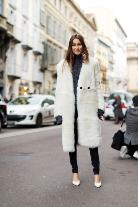 white fur coat-black skinnies-turtleneck sweater-white pumps-going out night out-milan fashion week-hbz