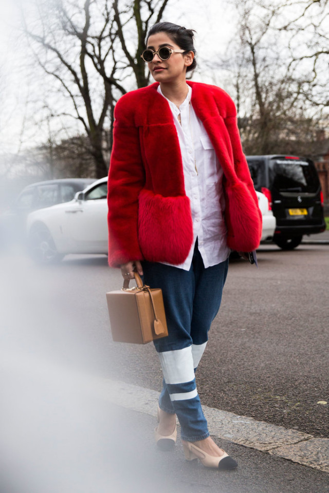 white shirt-red fur coat-colored fur-two tone heels-colorblock heels-block heels-chanel-box bag-lfw street style-psuk