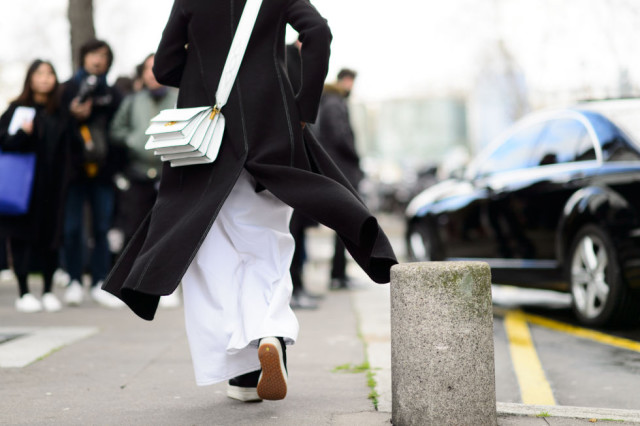 black and white-sneakers-white bag-pfw street style-elle