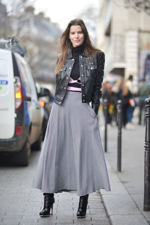 bra over shirt-checkered skirt-gingham-maxi skirt-long midi skirt-ankle booties-turtleneck-leather jacket-collared jacket-pfw street style-getty