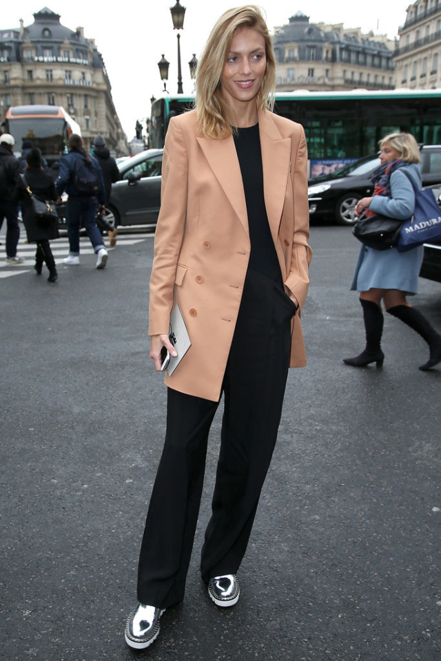 camel coat-black wide leg pants-silver shoes-pfw street style-getty-work outfit-creepers