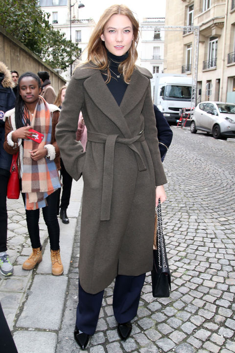 karlie kloss-robe coat-winter work outfit-nvy-turtleneck-necklaces over turtleneck-pfwe street style-getty