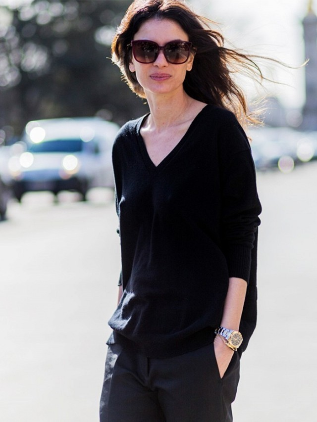 oversized sweater-all black-black trouser pants-pfw street style-the styleog