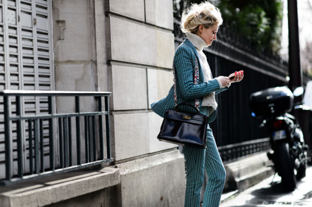 printed pantsuit-turtleneck sweater-witner to spring transitional dressing-pfw street style-