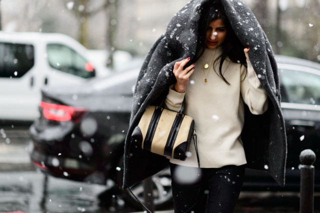 snow style-black and white-necklaces over turtleneck-layered necklaces-blakc and white-pfw street style-elle