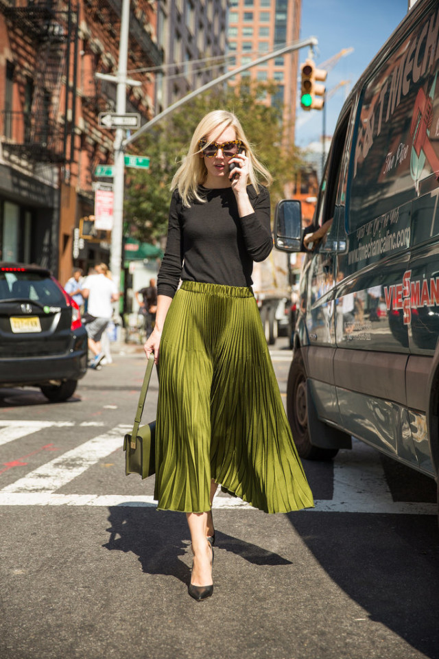 Pleated-Midi-Simple-Three-Quarter-Sleeved-Tee-Matching-Bag-1