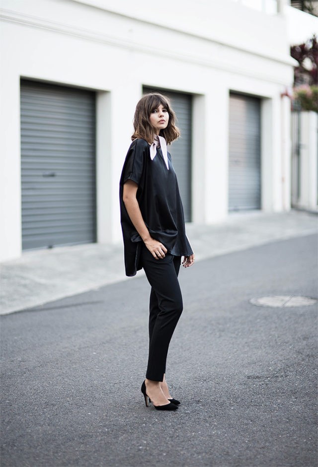 night out-going out-all black-black pumps-black skinnies-neck scarf-
