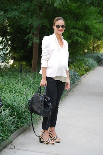 summer maternity style-black pants white blazer-sandals-