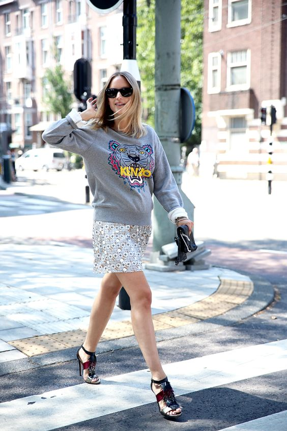 summer maternity style--sweatshirt-graphic sweatshirt-fringe shoes